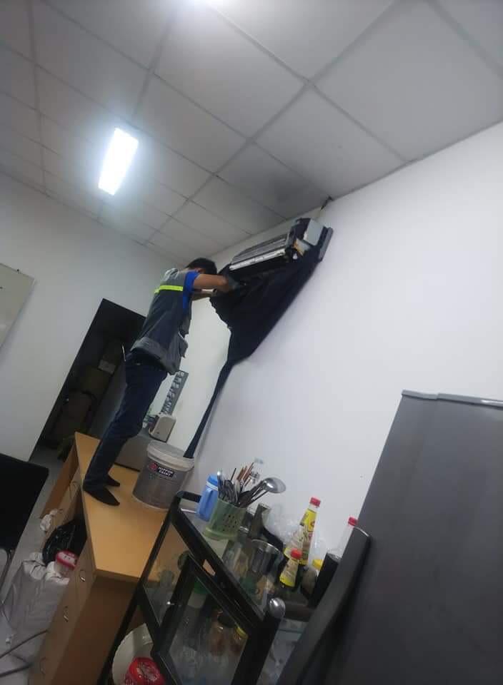Dịch vụ vệ sinh máy lạnh tại tphcm